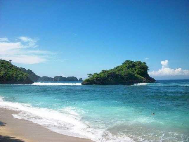 Pantai Tomen
