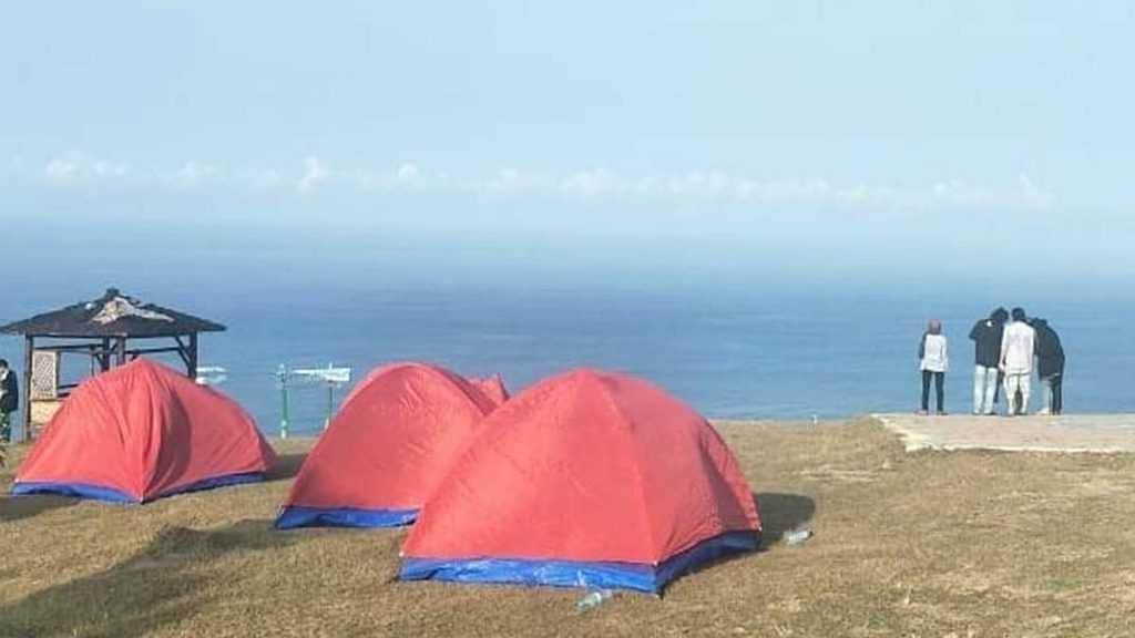Camping di Pantai Modangan