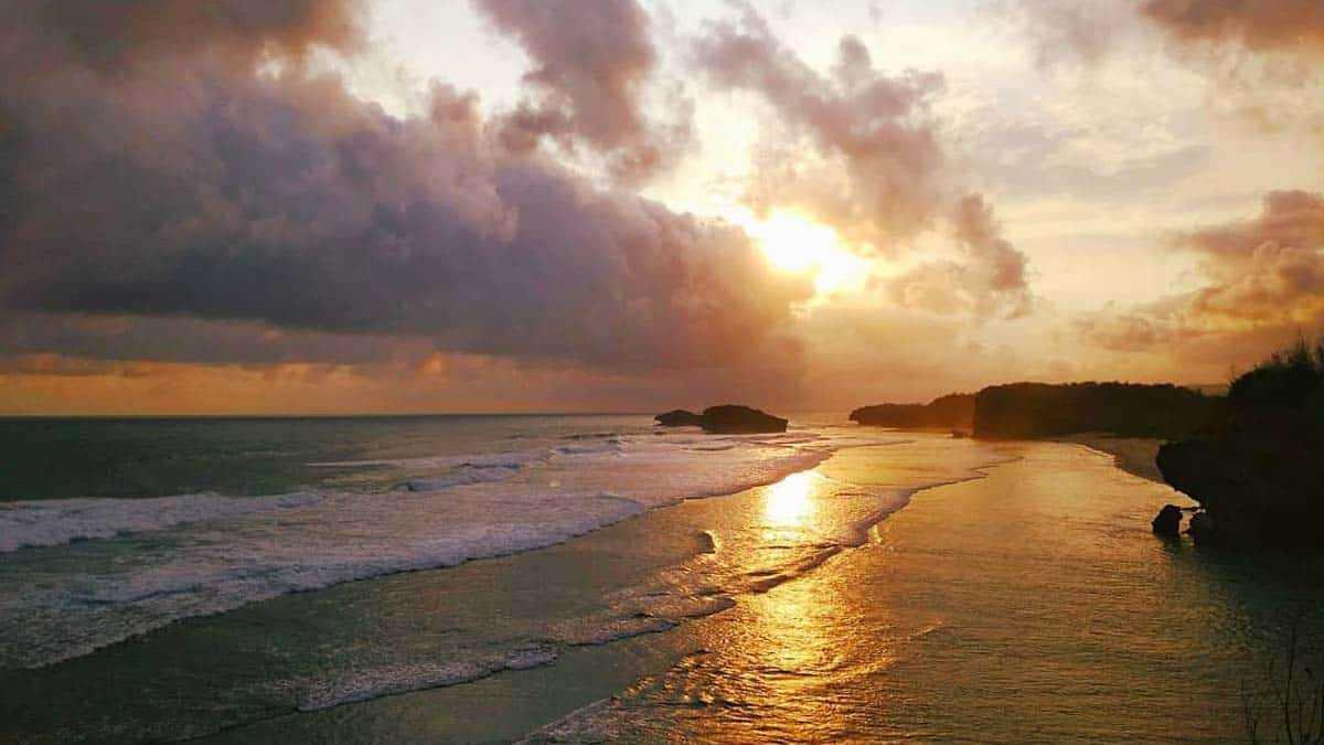 Sunset Pantai Watu Karung