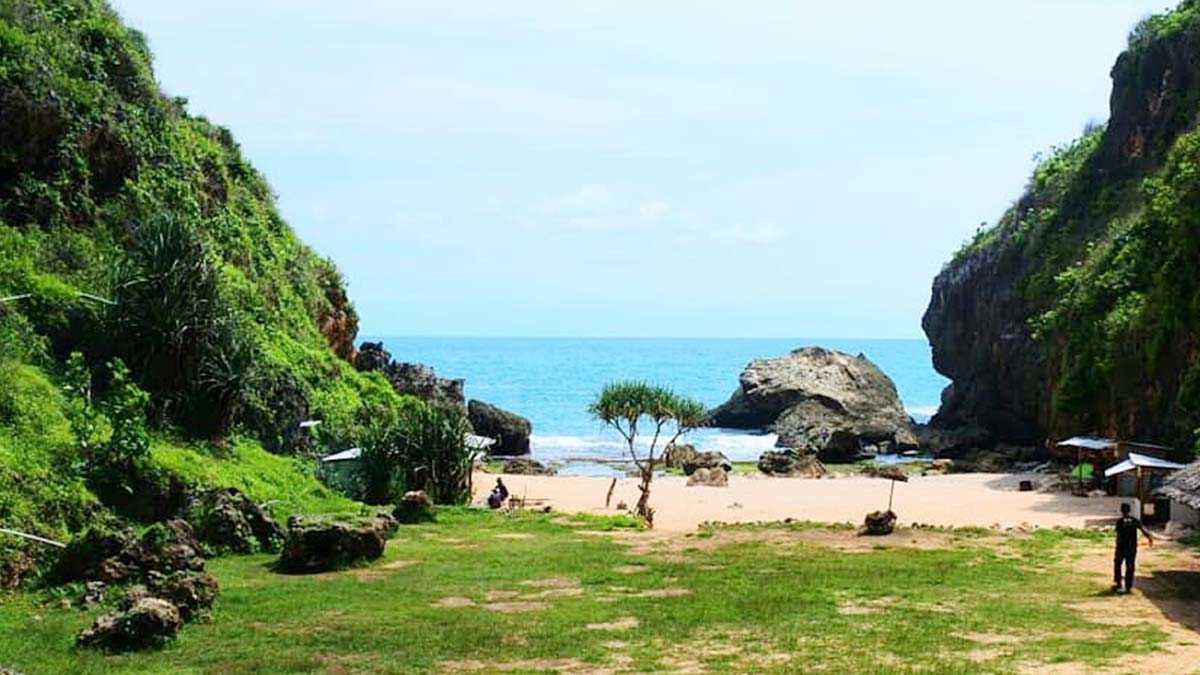 Pemandangan Pantai Wohkudu