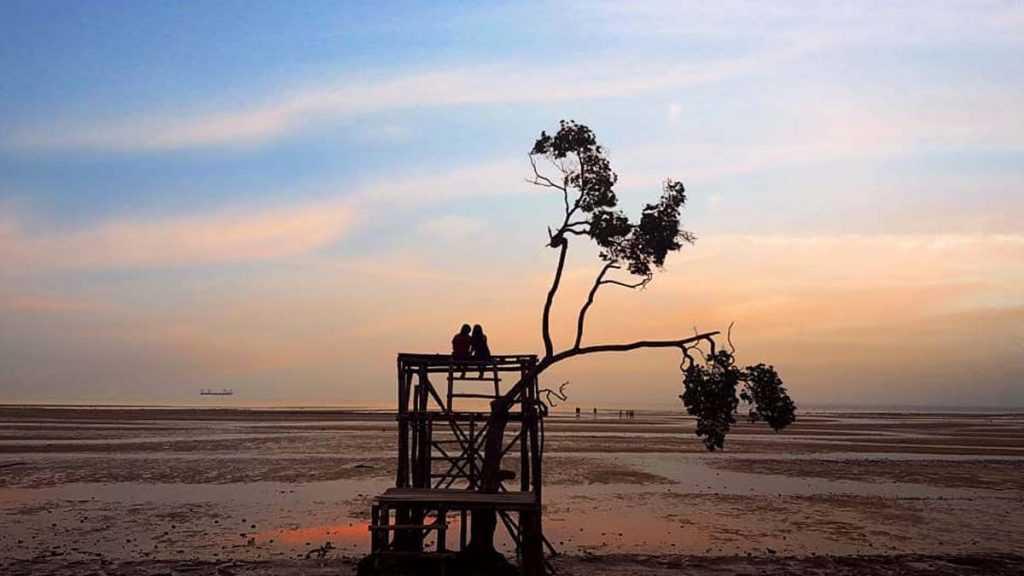 Sunset di Pantai Viovio