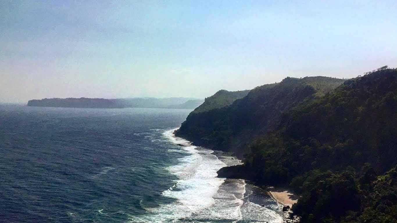 Tebing Pantai Kedung Tumpang